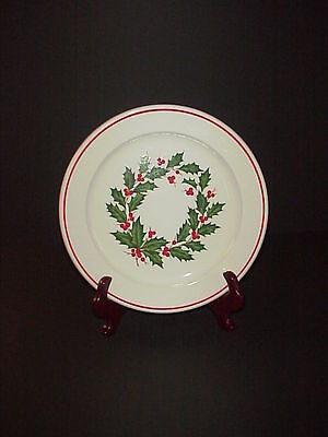 Taylor Smith & Taylor Christmas Dinner Plate Holiday Wreath Pattern