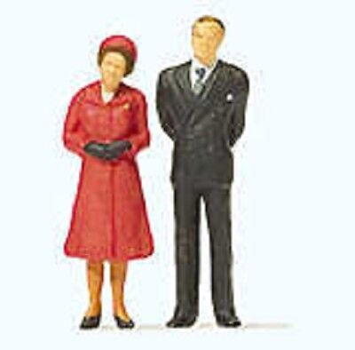 Preiser OO/HO Gauge HM The Queen & Prince Phillip Plastic Figures 28132
