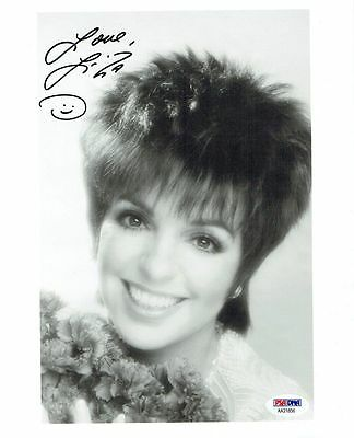 Liza Minnelli Signed Authentic Autographed 8x10 Photo PSA/DNA #AA21856