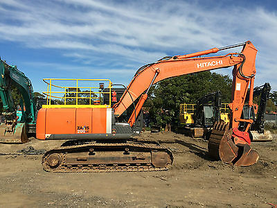 2014 Hitachi Zx200Lc-3 20 Tonne Excavator With  3 Buckets And Ripper