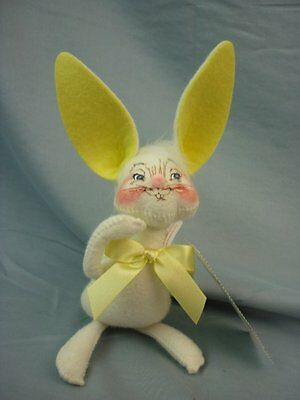 """Annalee Dolls 7"""" Yellow Bunny 2002 Easter/Spring #9830 in Bag AL392"""