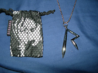 "BRAND NEW RIHANNA Rare 24"" Necklace w/pouch Jewlery R Symbol anti super bowl"