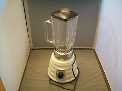 White Oster Super Deluxe Bee Hive Two Speed Blender Model 452