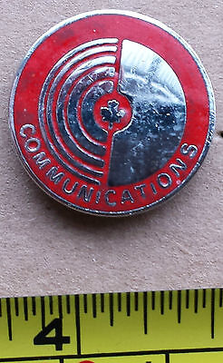 COMMUNICATIONS (CANADA) - Metal Lapel Pin, Maple Leaf, Red