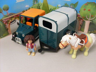 Postman Pat Friction Motor Landrover With Amy The Vet - Trailer - Pumpkin