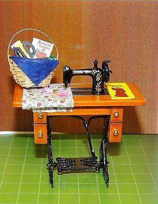 Vintage Sewing Machine With Mini Sewing Basket  1:12 Scale Dollhouse Diorama !