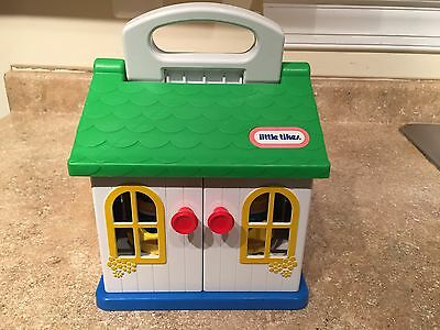 VINTAGE LITTLE TIKES SMALL COTTAGE TODDLE PLAYHOUSE w/ 2 chunky Little People