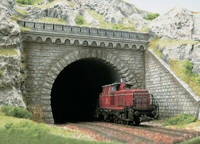 BUSCH OO/HO Gauge Double Track Tunnel Mouth with Walls 7023