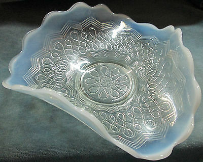 "Antique Opalescent ""Many Loops"" Pattern 1903 Jefferson Glass Co. Tri-Fold Dish"