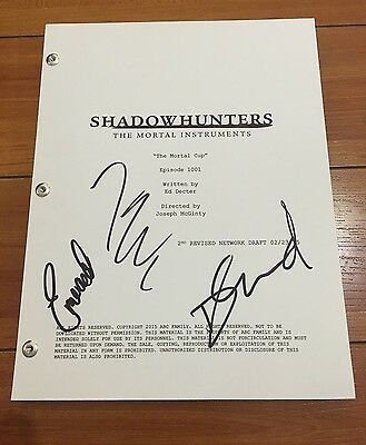 SHADOWHUNTERS THE MORTAL INSTRUMENTS SIGNED PILOT SCRIPT BY 3 CAST w/PROOF