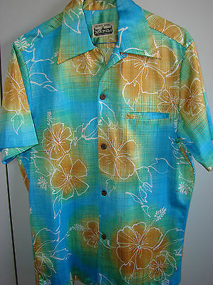 Napili  Small  Hibiscus over Thatch on Blue/NWOT