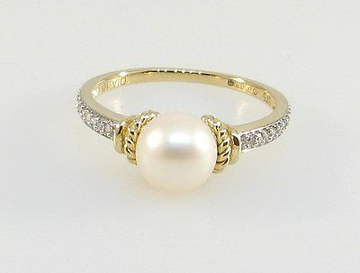 9ct Gold Ring With 7.5mm Cultured Pearl & 0.10ct Diamond