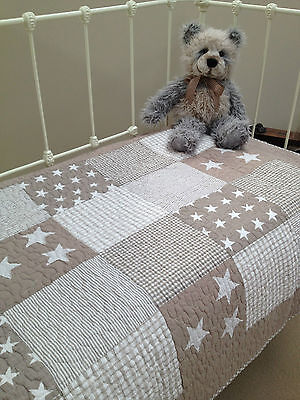 Natural Stars Baby Boys Girls Nursery Cot Quilt  Lachlan Stars