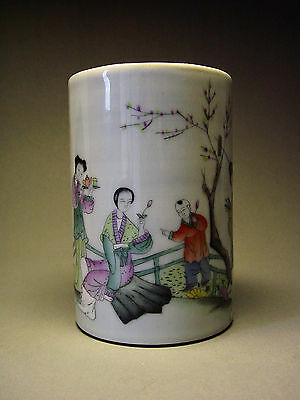 ANTIQUE CHINESE PORCELAIN 'FAMILLE VERTE' BRUSH POT, QING DYNASTY, 18/19th C.
