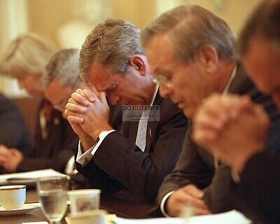 George W. Bush & Cabinet Pray Before Meeting Sept 11 9/11 - 8X10 Photo (Ep-635)