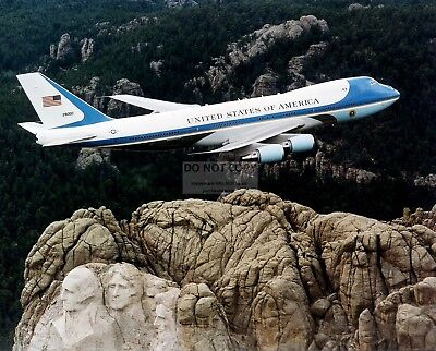 Air Force One Flies Over Mount Rushmore Monument - 8X10 Photo (Ep-513)