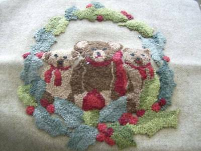 Finished Christmas Teddy Bear Wreath Rug Hooking Canvas/Cloth- 8.5x9.5 Inches