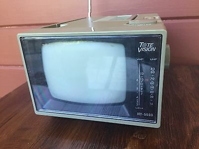 """Vintage Tote Vision 5"""" Inch Black And White Tv Portable Television HY-5500"""