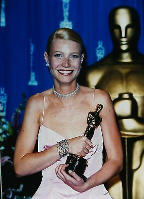 GWYNETH PALTROW in the Academy Awards - Original 35mm COLOR Slide - 1999