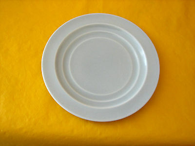 """BRANKSOME TWINTONE GREY-GREEN (face of plate) PLATES dia 6.25"""" (0.2/352,350)"""