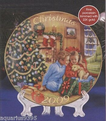 AVON 2009 Christmas Collector Plate A GIFT TO REMEMBER