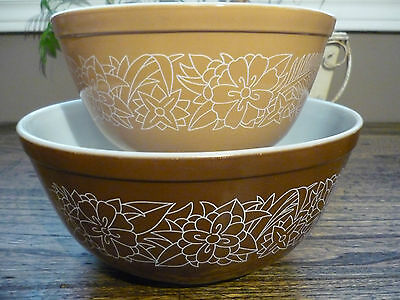 Pyrex Woodlands Pattern 402 & 403 Set of 2 Mixing Bowls - Brown and Beige - EUC