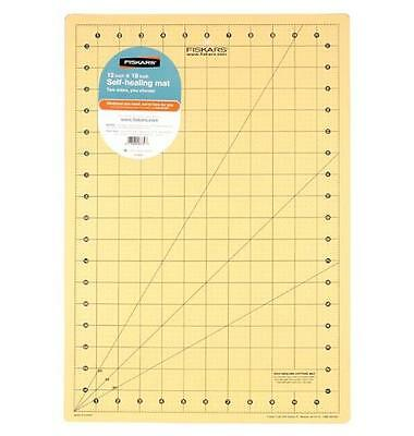 NEW Fiskars - Self Healing Rotary Cutting Mat Easy-to-read Measuring Grid