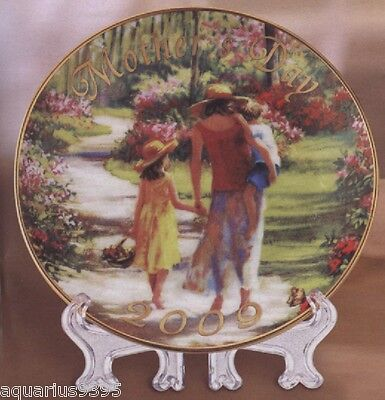 Laurie Snow Hein Mother's Day 2009 Collector Plate Caucasian Avon