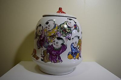 Early 20th Century Chinese Porcelain Jar