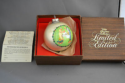 Norman Rockwell Ornament(The American Family Series)Wrapping Xmas Presents 1979