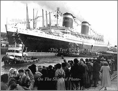 Poster Print: SS United States At Ocean Dock After Blue Riband Run, England 1952