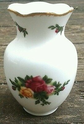 "1962 ROYAL ALBERT OLD COUNTRY ROSES,Small Vase, 3 1/4"" Tall, Excellent Condition"