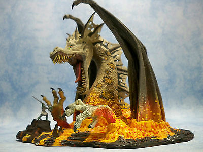 FIRE DRAGON CLAN 5 MC FARLANE Drache Figur Statue