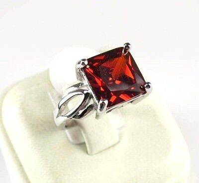 R#9822 simulated Red Garnet gemstone solitaire ladies silver ring size 8