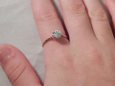 Stunning 9 carat Yellow Gold Solitaire engagement Ring Size O