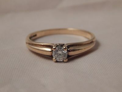 Beautiful and unusal 9 carat Yellow Gold Solitaire engagement Ring Size O