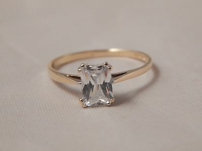 Stunning 9 carat Yellow Gold Radiant Solitaire engagement Ring Size N