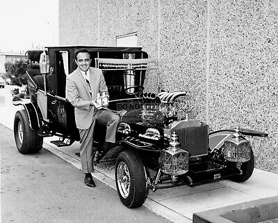 "George Barris Automobile Designer With The ""Munster Koach"" 8X10 Photo (Bb-886)"