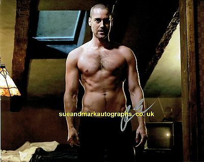 Ryan Eggold  Tom Keen The Blacklist Bare Chested Autograph UACC RD 96