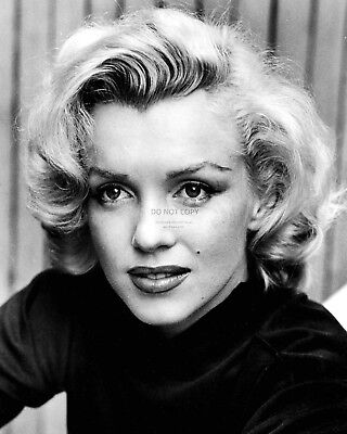 Marilyn Monroe Iconic Actress And Sex-Symbol - 8X10 Publicity Photo (Zz-616)