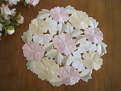 Again!! Beautiful Pink Daisy Flower Embroidery Cutwork Doily S