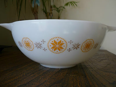 Vintage Pyrex - 4 Quart White Cinderella Bowl 444 - 26 Town and Country Pattern