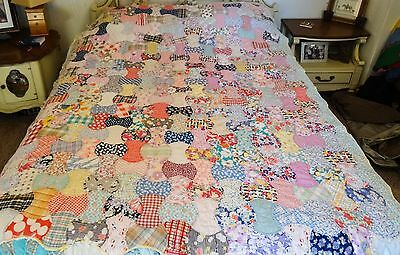 VINTAGE HAND MADE QUILT Apple Core Pattern 1940's era Scrap Quilt