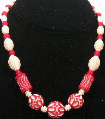 1940s beautifully carved bead necklace