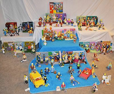SIMPSONS WORLD OF SPRINGFIELD INTERACTIVE 100+ Figures, 20 Playsets,  2Vehicles