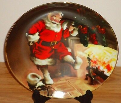 """SANTA BY THE FIRE Knowles 8.5"""" Christmas collector's plate"""