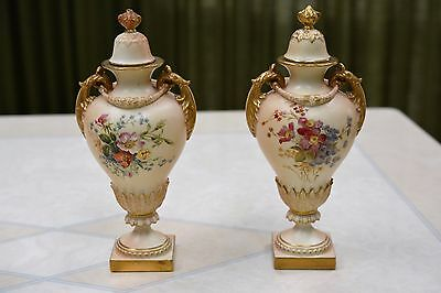 Antique ROYAL WORCESTER set of URNS 'Blush Ivory' dated 1901 - Lovely Condition