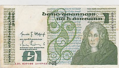 IRELAND P70c ONE POUND 1983 BANKNOTE IN GOOD VERY FINE CONDITION