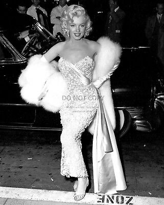 "Marilyn Monroe @ Premiere Of ""how To Marry A Millionaire"" - 8X10 Photo (Dd-164)"