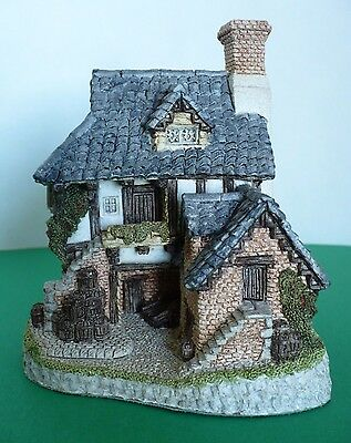 Vintage David Winter Coopers Cottage Hand Made & Painted Figurine 1985. Britain